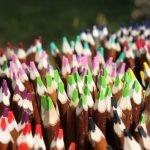 travail dartisans : crayons en branche